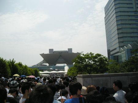 The FIVE HOUR QUEUE which is a rite of passage for all Otaku.