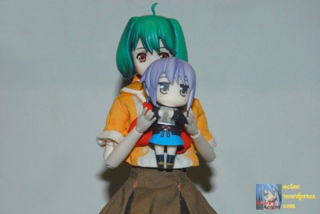 The obligatory 'figure holding figure' picture that everyone seems to love. (^.^)